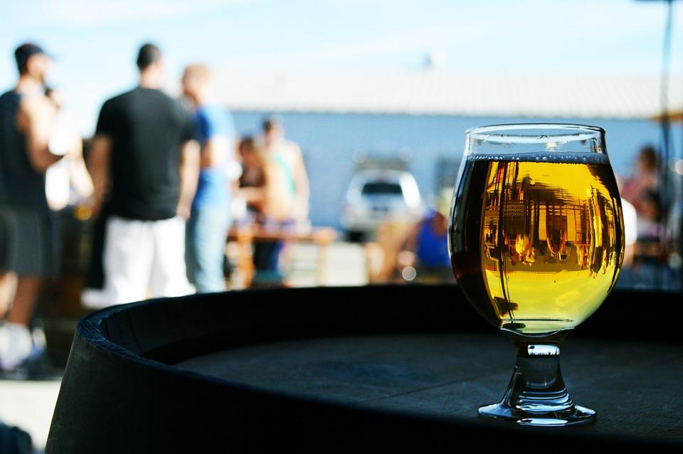 Codzienne picie – nieszkodliwa słabość czy alkoholizm?