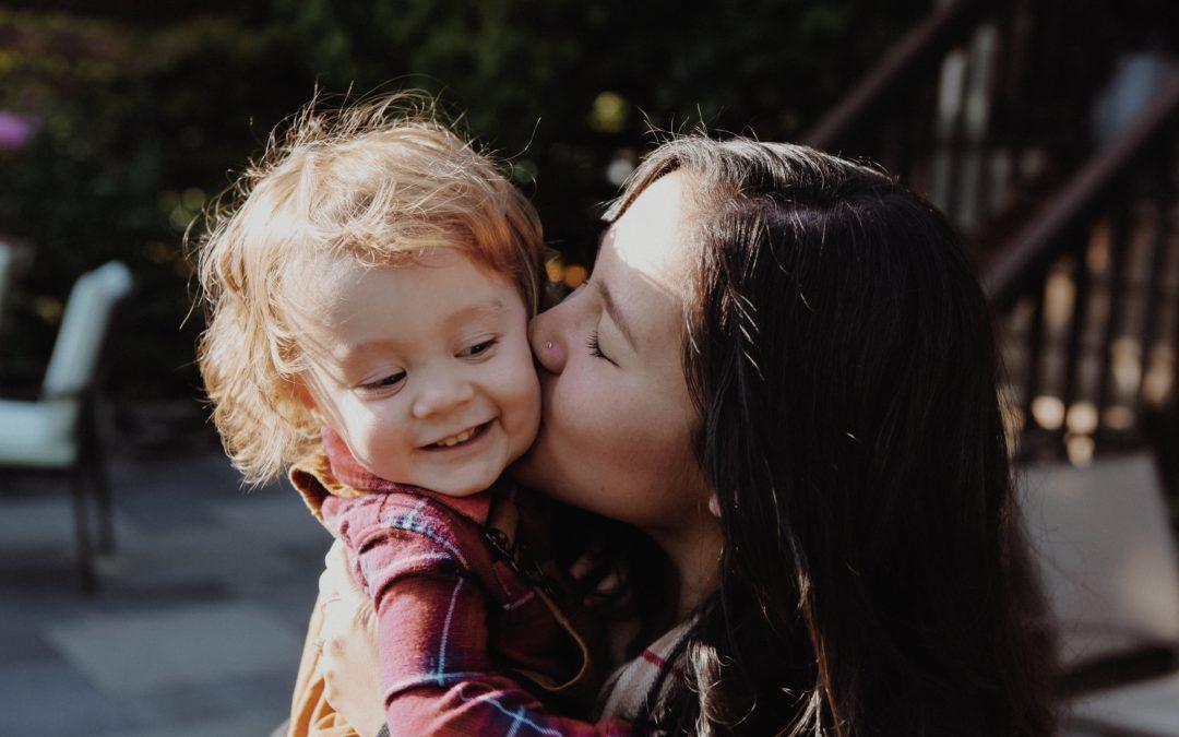 Dojrzewanie dzieci – dlaczego rodzicom ciężko się z tym pogodzić?