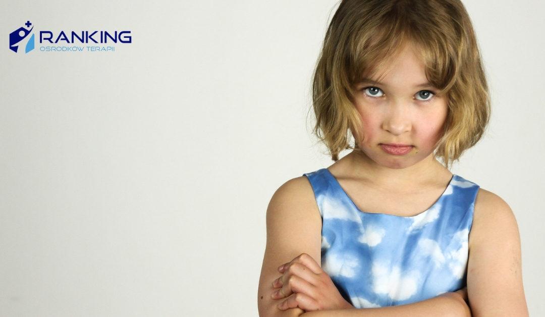 Dlaczego dzieci często obarczają rodziców winą za swoje niepowodzenia?