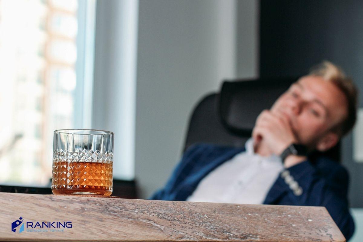Oznaki, że możesz spotykać się z alkoholikiem